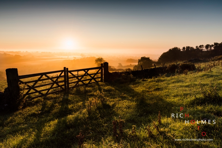 UK Weather: Autumn equinox sunrise, Wootton, Staffordshire, 22nd September 2017.