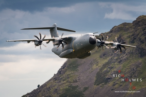 Dunmail Raise, Cumbria, UK. 8th August 2017. A400M Atlas ZM415 passing over the A591 at Dunmail Raise, 8th August 2017.
