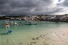 Storm clouds and weather rolls in over St. Ives, Cornwall, on a warm summers day in July. St. Ives, Cornwall, UK. 8th July 2017.